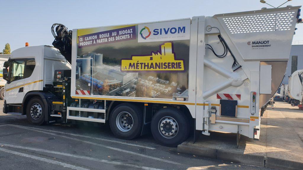 Économie circulaire : camion-benne roulant au biogaz produit à partir des déchets.