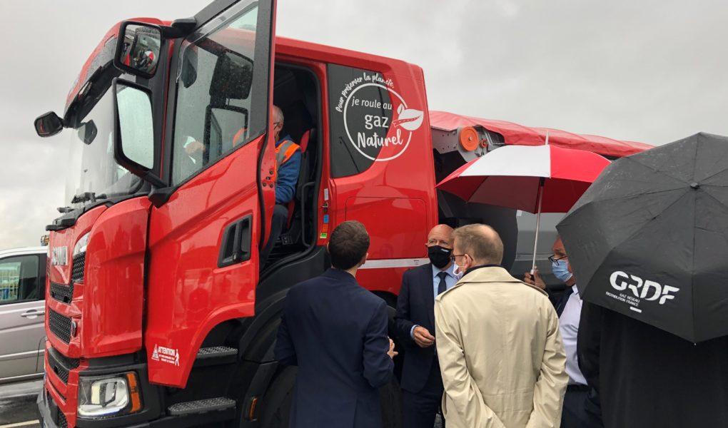Présentation d'un camion roulant au BioGNV lors de la Semaine nationale des transports routiers de marchandises